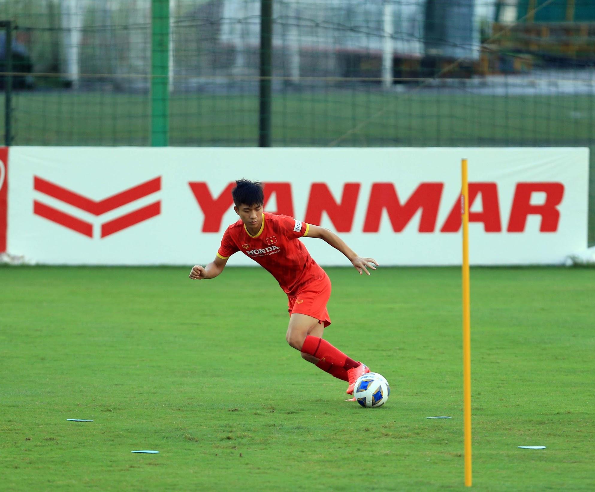 Tuấn Anh và đồng đội hào hứng khi trở thành thủ môn bất đắc dĩ cho tuyển Việt Nam - ảnh 26