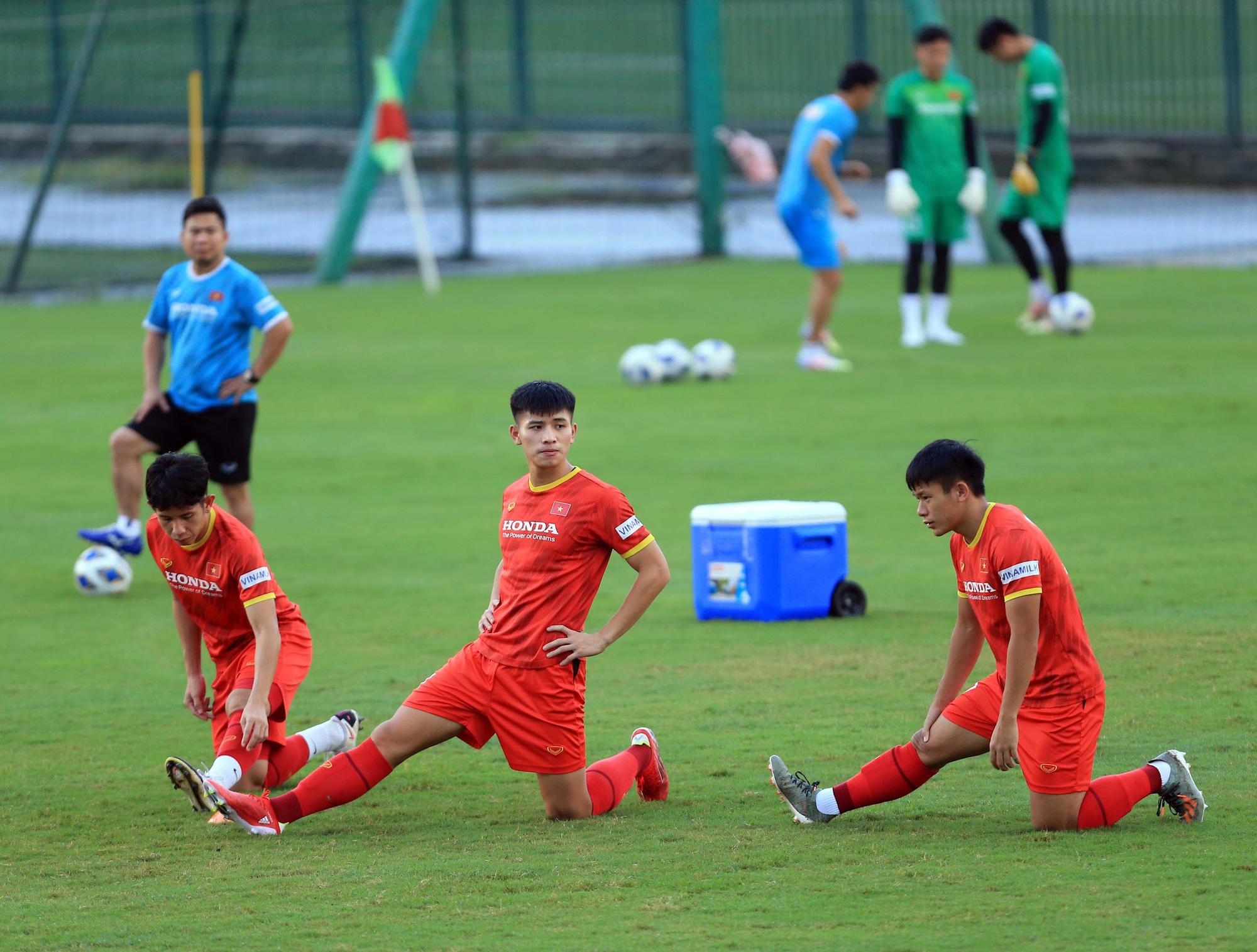 Tuấn Anh và đồng đội hào hứng khi trở thành thủ môn bất đắc dĩ cho tuyển Việt Nam - ảnh 11