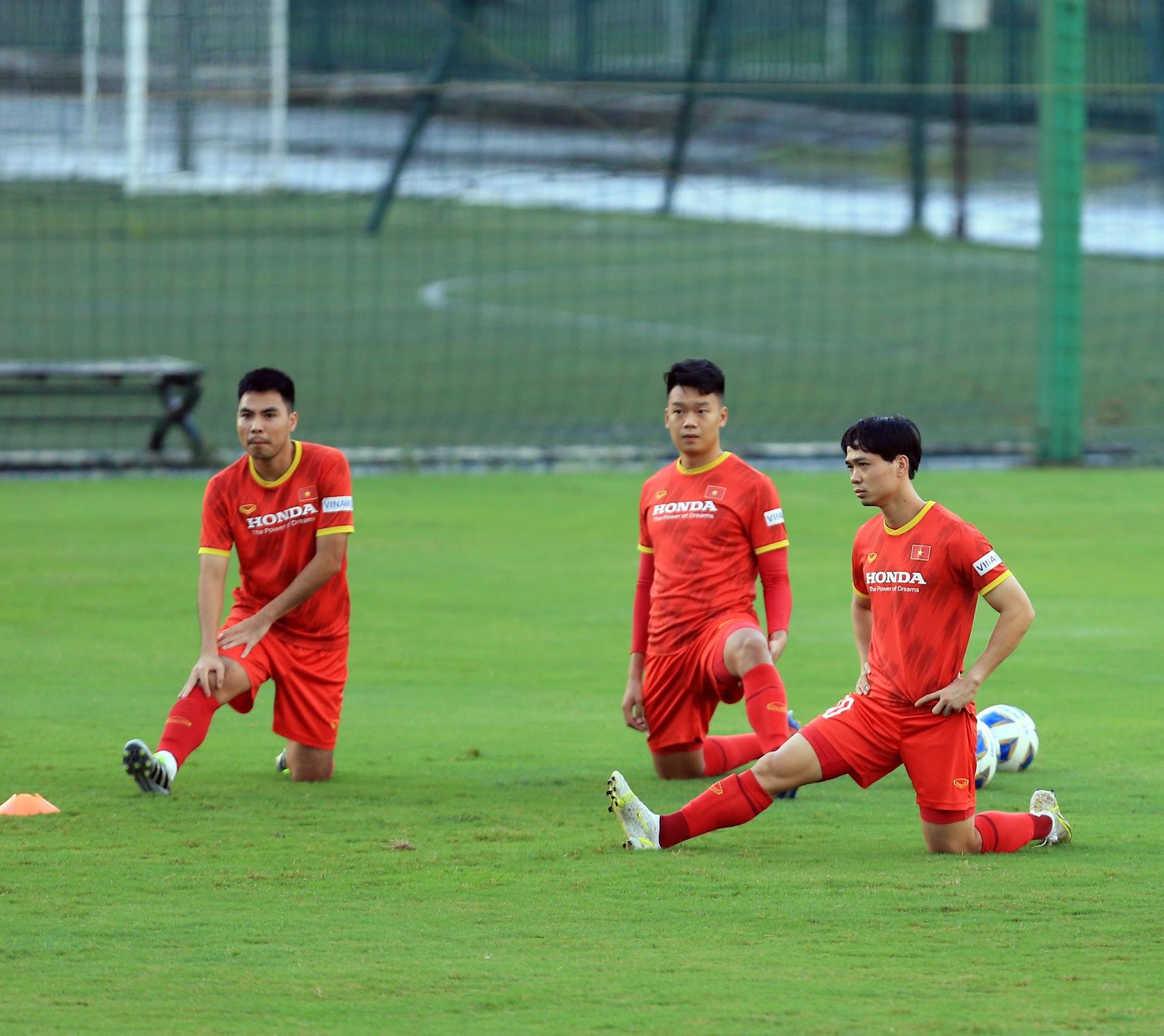 Tuấn Anh và đồng đội hào hứng khi trở thành thủ môn bất đắc dĩ cho tuyển Việt Nam - ảnh 12