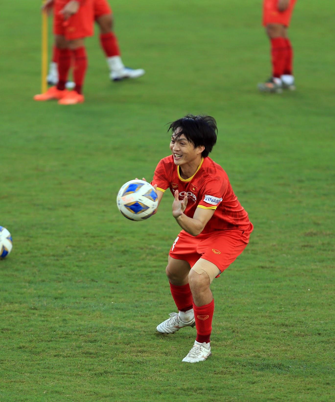 Tuấn Anh và đồng đội hào hứng khi trở thành thủ môn bất đắc dĩ cho tuyển Việt Nam - ảnh 5