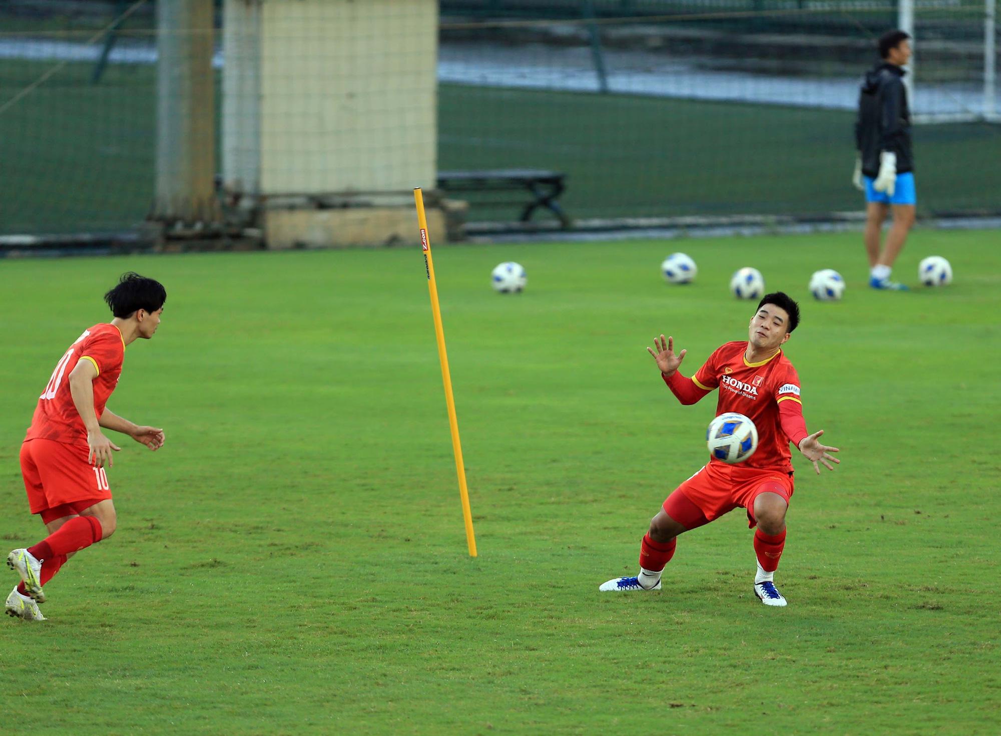Tuấn Anh và đồng đội hào hứng khi trở thành thủ môn bất đắc dĩ cho tuyển Việt Nam - ảnh 4
