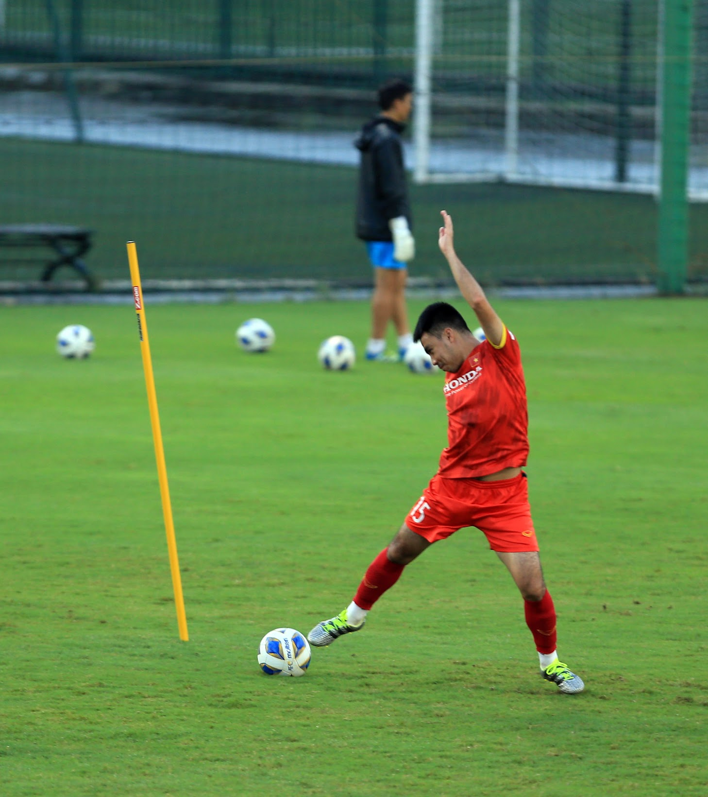 Tuấn Anh và đồng đội hào hứng khi trở thành thủ môn bất đắc dĩ cho tuyển Việt Nam - ảnh 8