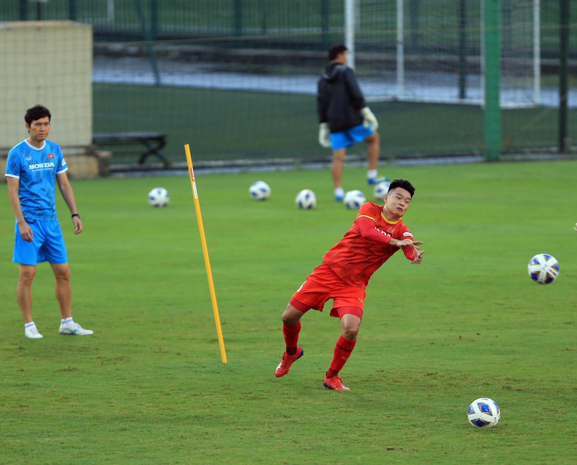 Tuấn Anh và đồng đội hào hứng khi trở thành thủ môn bất đắc dĩ cho tuyển Việt Nam - ảnh 6