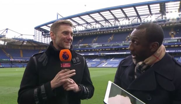 Cựu thủ môn Chelsea khoe bàn tay biến dạng đáng sợ sau khi cản cú sút của Hasselbaink - Ảnh 2.