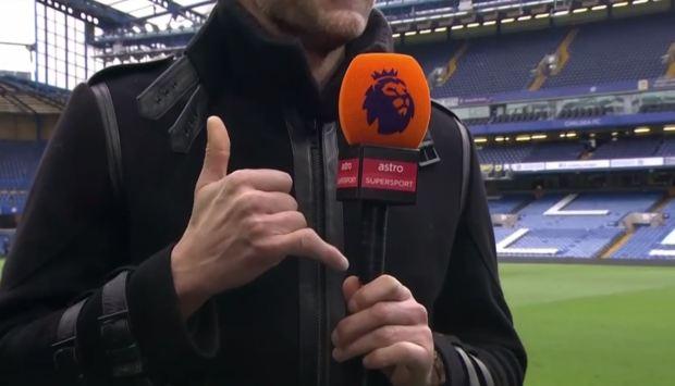 Cựu thủ môn Chelsea khoe bàn tay biến dạng đáng sợ sau khi cản cú sút của Hasselbaink - Ảnh 1.
