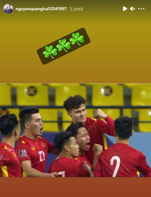Cập nhật ĐT Việt Nam về nước: Chuyến bay bị hoãn gần 1 tiếng, các cầu thủ thay nhau đăng status khi chờ đợi tại Vân Đồn - Ảnh 2.