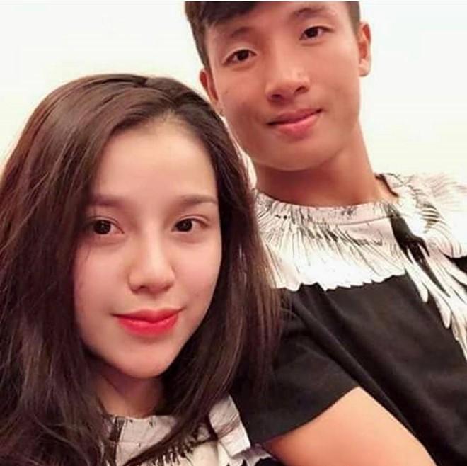 Những cô bạn gái cầu thủ nổi bật ở AFF Cup 2018: Người yêu Duy Mạnh khoe sắc cùng nhà vô địch võ thuật thế giới - Ảnh 5.