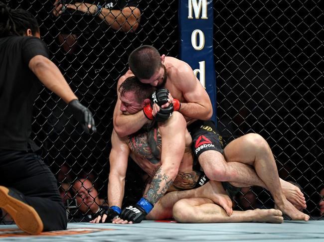 Thua đau bởi đòn khóa, Gã điên Conor McGregor nhận án cấm thì đấu một tháng - Ảnh 1.