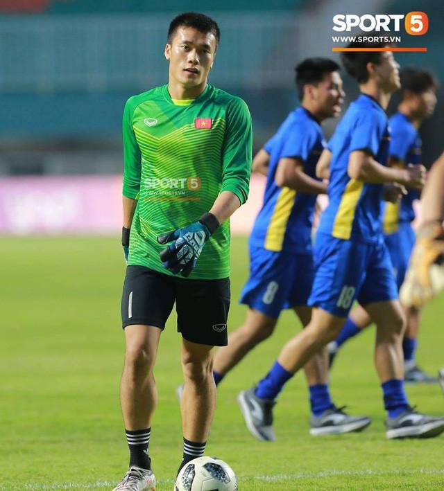 Huấn luyện thủ môn Thanh Hóa tin tưởng Bùi Tiến Dũng có suất bắt chính ở AFF Cup 2018 - Ảnh 2.