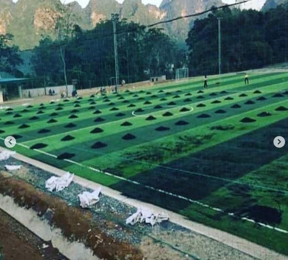 Anh em Tiến Dũng - Tiến Dụng xây sân cỏ nhân tạo phục vụ người dân quê nhà - Ảnh 5.