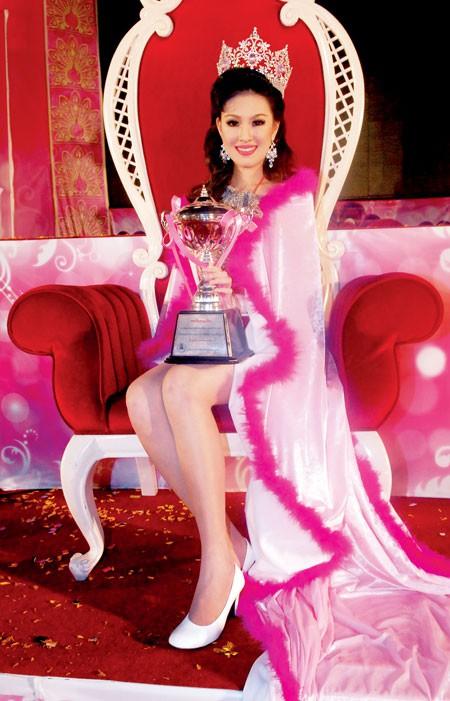 Bác sĩ của tuyển Thái Lan tại AFF Cup 2018 từng đăng quang Hoa hậu - Ảnh 7.