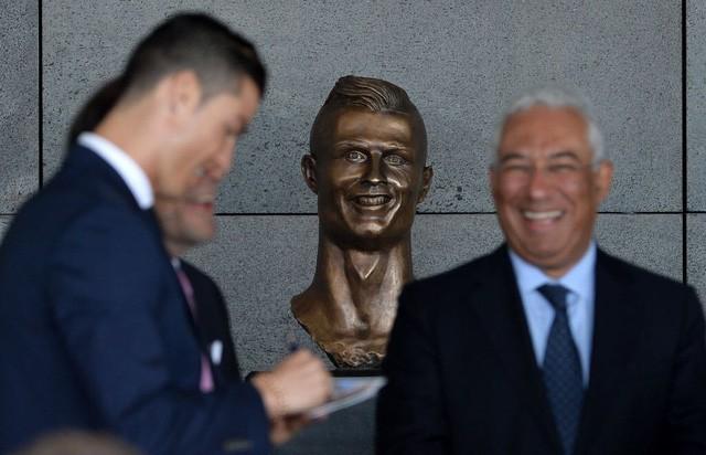 Chết cười với bức tượng xấu tệ của Salah được fan cứng người Ai Cập chế tạo - Ảnh 6.