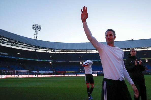 Robin van Persie phải đi xin lỗi CĐV vì sự cố hi hữu trên sân nhà Feyenoord - Ảnh 2.