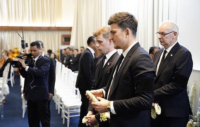 Ban lãnh đạo và cầu thủ Leicester sang Thái Lan viếng cố Chủ tịch Vichai - Ảnh 6.
