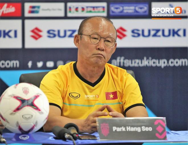HLV Park Hang-seo khẳng định sẽ sống chung với áp lực tại AFF Cup 2018 - Ảnh 1.