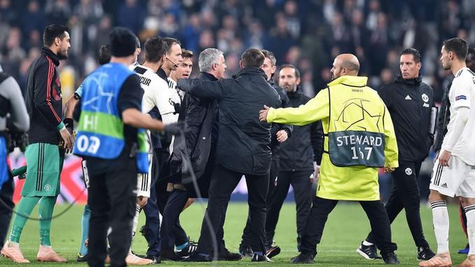 Gáy to lên nữa đi nào - Màn trêu ngươi của Mourinho khiến cầu thủ Juventus nổi điên - Ảnh 12.