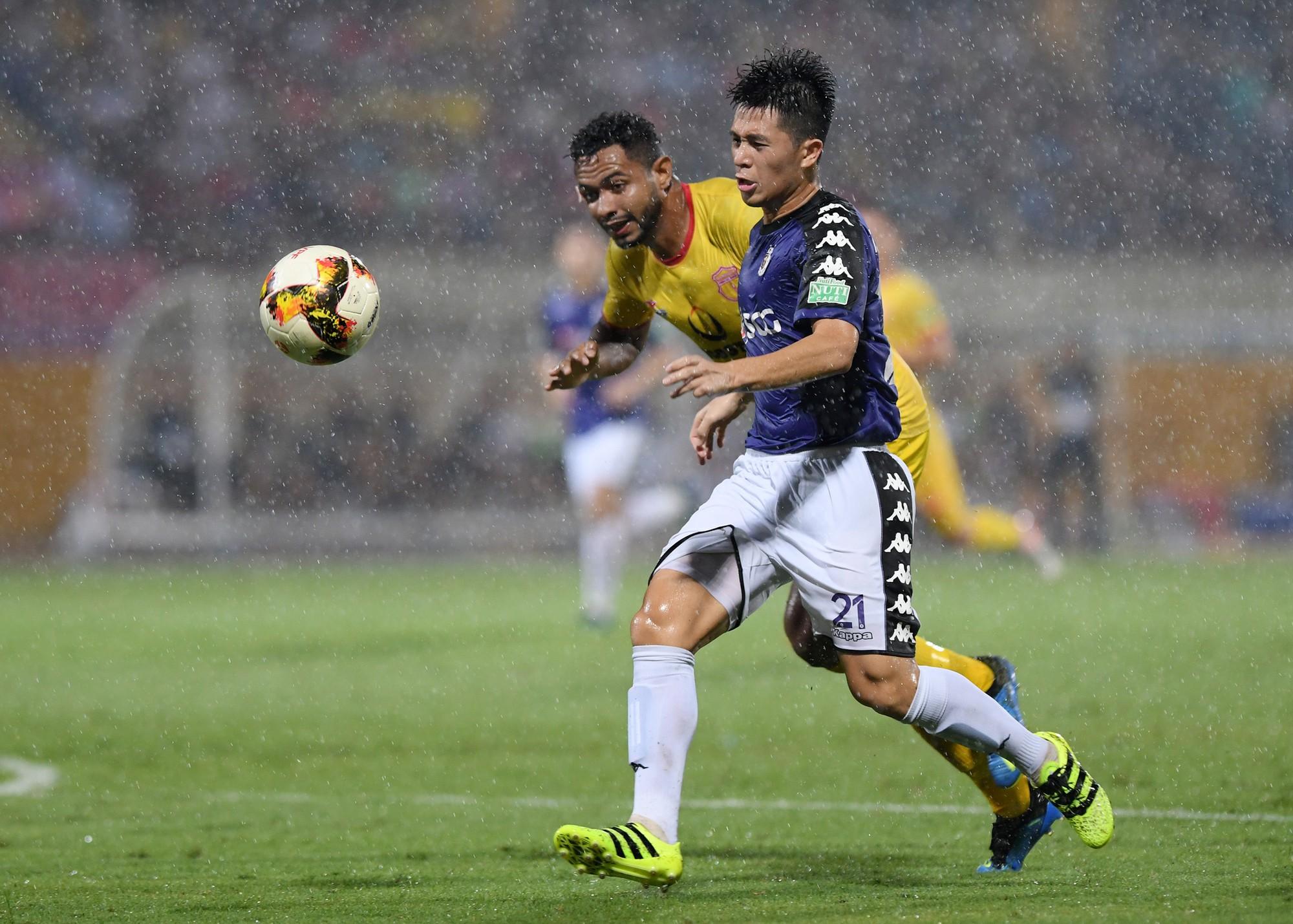 Mưa bàn thắng trong cơn mưa Hàng Đẫy - Ảnh 3.