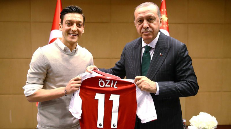 Oezil nói lời từ giã đội tuyển Đức vì bị phân biệt chủng tộc - Ảnh 1.