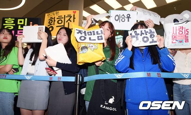 Không còn bị ném trứng thối, đội tuyển Olympic Hàn Quốc được chào đón như những người hùng ngày trở về - Ảnh 2.