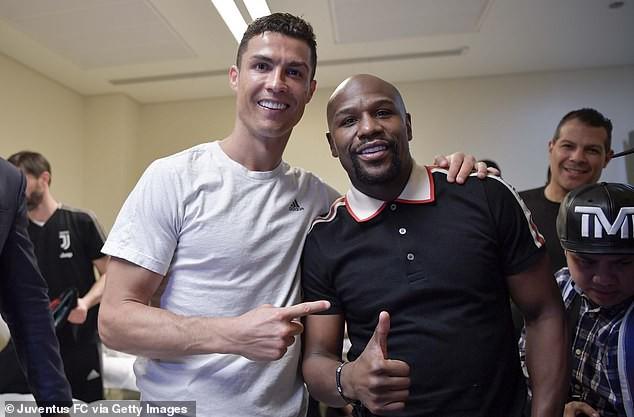 Độc cô cầu bại Mayweather ghé thăm chúc mừng Ronaldo giành chức vô địch đầu tiên trong năm 2019 - Ảnh 1.