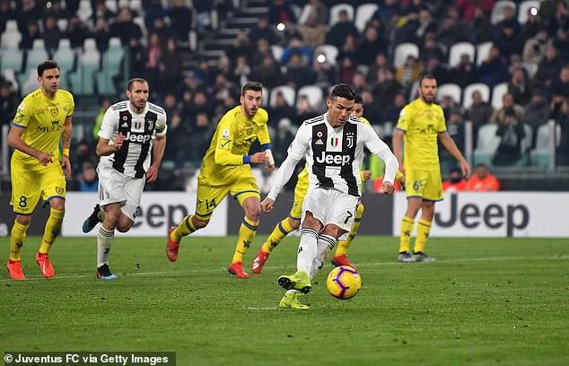 Ronaldo sút hỏng phạt đền trước ngày hầu tòa vì tội trốn thuế - Ảnh 1.