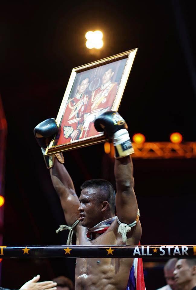 Khiêu khích Thánh Muay Buakaw, nhà vô địch châu Âu nhận cái kết đắng - Ảnh 9.