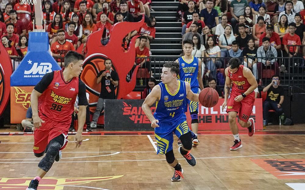 Vincent Nguyễn trở thành tân binh của Saigon Heat tại ABL 10, bài toán hậu vệ dẫn bóng đã có lời giải