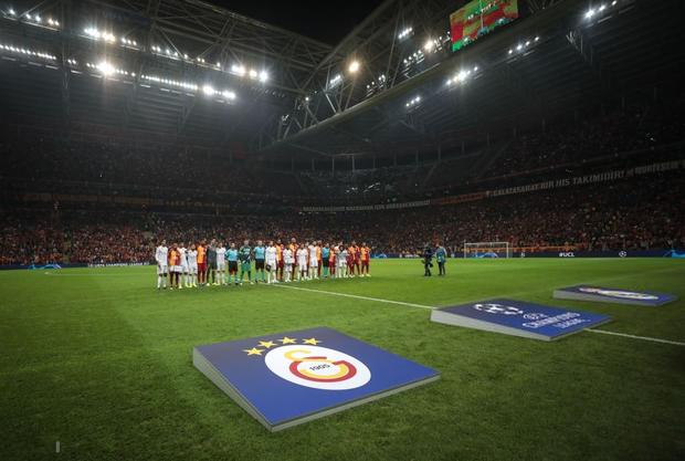 Courtois hóa người nhện, Real Madrid lần đầu hưởng niềm vui chiến thắng tại Champions League mùa này - Ảnh 1.