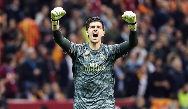 Courtois hóa người nhện, Real Madrid lần đầu hưởng niềm vui chiến thắng tại Champions League mùa này - Ảnh 2.