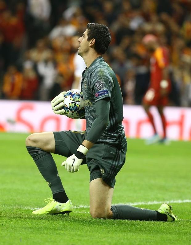 Courtois hóa người nhện, Real Madrid lần đầu hưởng niềm vui chiến thắng tại Champions League mùa này - Ảnh 3.