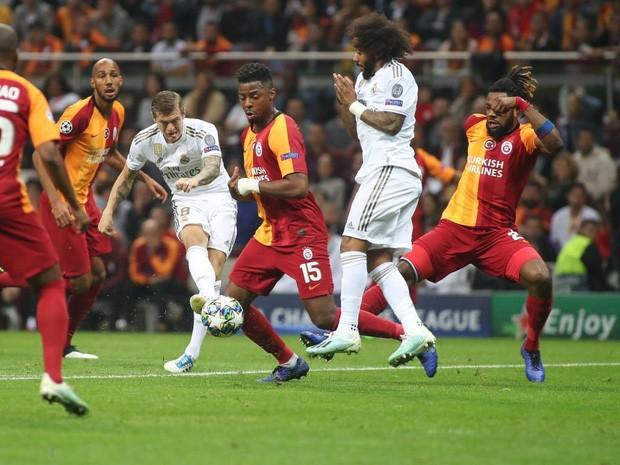Courtois hóa người nhện, Real Madrid lần đầu hưởng niềm vui chiến thắng tại Champions League mùa này - Ảnh 5.