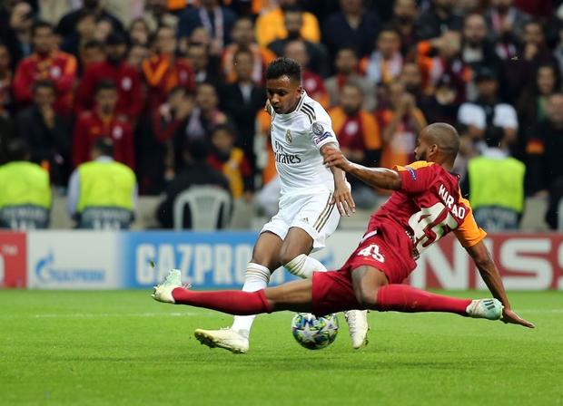 Courtois hóa người nhện, Real Madrid lần đầu hưởng niềm vui chiến thắng tại Champions League mùa này - Ảnh 7.