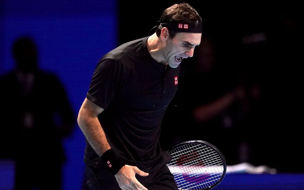 """Federer thua """"không thể bào chữa"""" trước hot boy Tsitsipas ở bán kết ATP Finals nhưng vẫn mát lòng mát dạ bởi phát biểu này của đàn em"""