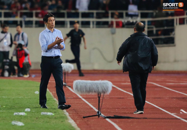 Trợ lý tuyển Thái Lan cà khịa khiến HLV Park Hang-seo nổi giận sau trận đại chiến trên sân Mỹ Đình - Ảnh 1.