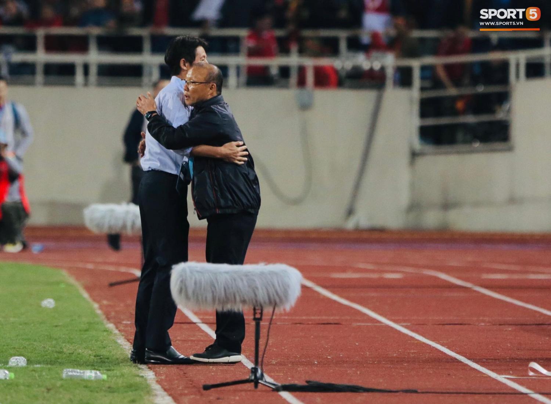 Trợ lý tuyển Thái Lan cà khịa khiến HLV Park Hang-seo nổi giận sau trận đại chiến trên sân Mỹ Đình - Ảnh 2.