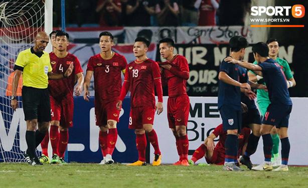 Trọng tài hết đẹp trai, gây khó hiểu với những quyết định cực bất lợi cho Việt Nam trước Thái Lan - Ảnh 1.