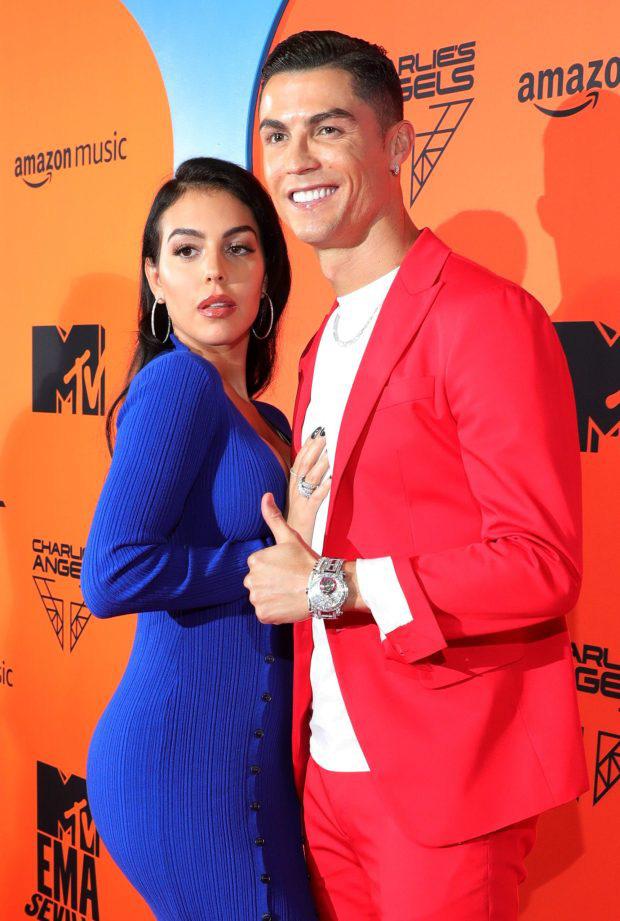 Báo Ý đồng loạt đưa tin sốc về Ronaldo và Georgina, khẳng định cặp đôi trời sinh đã bí mật làm đám cưới - Ảnh 4.