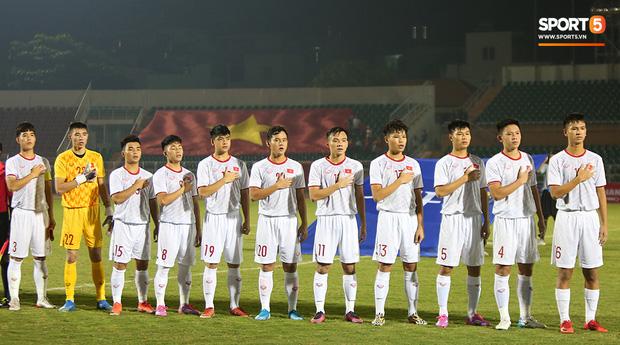 U19 Việt Nam thắng dễ U19 Guam 4-1, phù thủy trắng vẫn nổi điên trong ca-bin đội nhà - Ảnh 1.