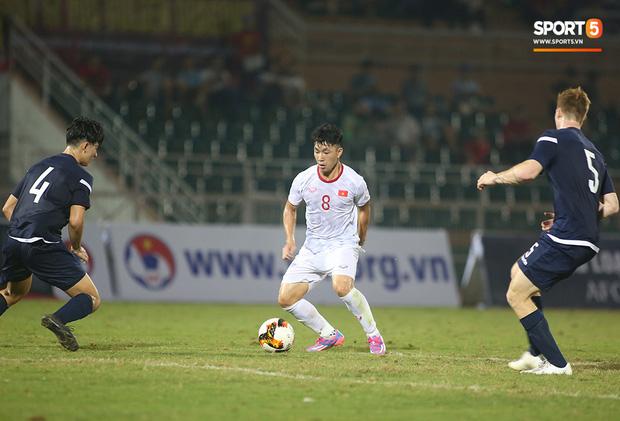 U19 Việt Nam thắng dễ U19 Guam 4-1, phù thủy trắng vẫn nổi điên trong ca-bin đội nhà - Ảnh 11.