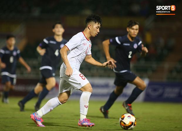 U19 Việt Nam thắng dễ U19 Guam 4-1, phù thủy trắng vẫn nổi điên trong ca-bin đội nhà - Ảnh 13.