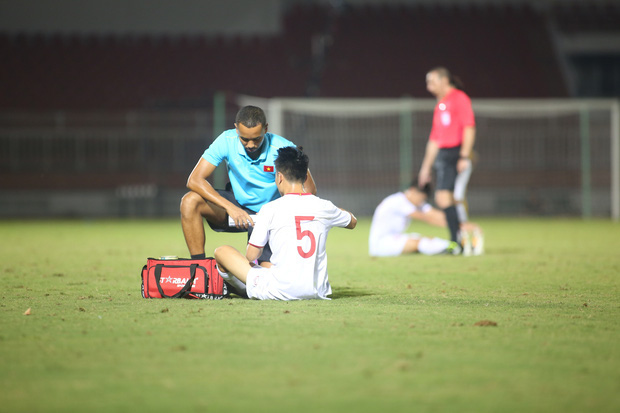 U19 Việt Nam thắng dễ U19 Guam 4-1, phù thủy trắng vẫn nổi điên trong ca-bin đội nhà - Ảnh 14.