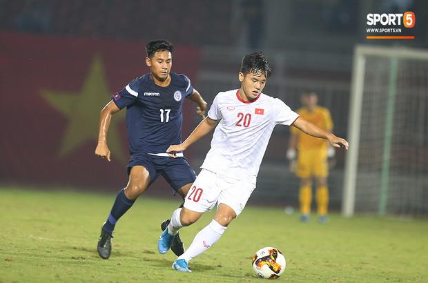 U19 Việt Nam thắng dễ U19 Guam 4-1, phù thủy trắng vẫn nổi điên trong ca-bin đội nhà - Ảnh 2.