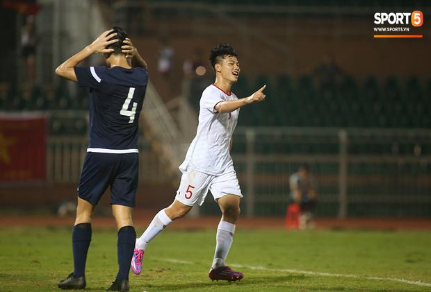 U19 Việt Nam thắng dễ U19 Guam 4-1, phù thủy trắng vẫn nổi điên trong ca-bin đội nhà - Ảnh 4.
