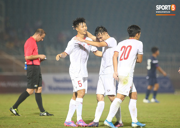 U19 Việt Nam thắng dễ U19 Guam 4-1, phù thủy trắng vẫn nổi điên trong ca-bin đội nhà - Ảnh 5.