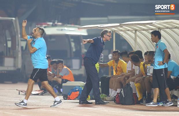 U19 Việt Nam thắng dễ U19 Guam 4-1, phù thủy trắng vẫn nổi điên trong ca-bin đội nhà - Ảnh 9.