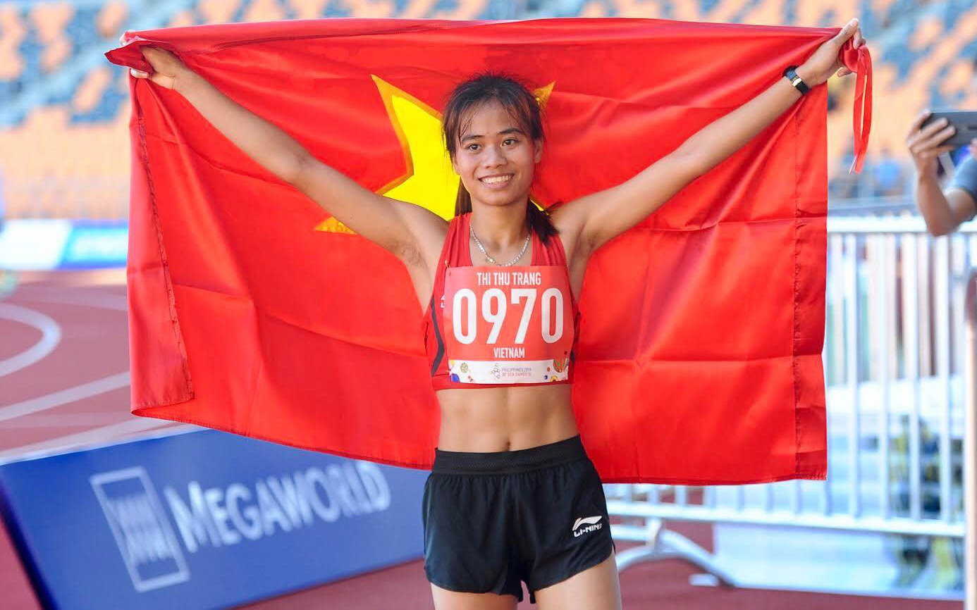 """""""VĐV chạy GrabBike đoạt HCV SEA Games"""" Phạm Thị Thu Trang nhận thưởng nóng"""