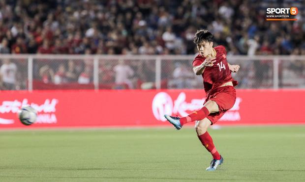 Về thăm nhà người hùng U22 Việt Nam, Nguyễn Hoàng Đức: Tràn ngập kỷ vật World Cup và những bức ảnh thời trẻ trâu hết sức dễ thương - Ảnh 1.