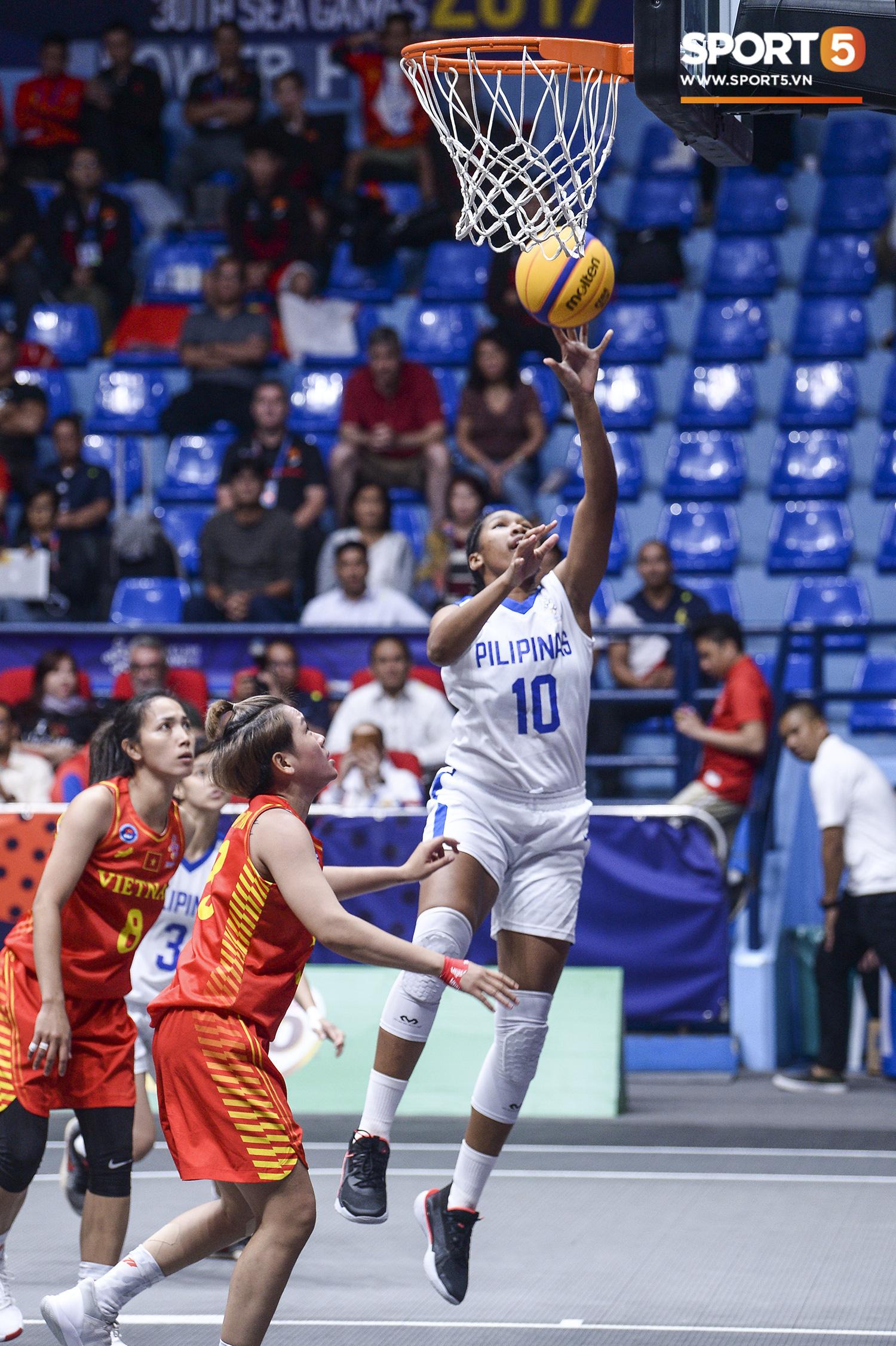 Nỗ lực hết mình nhưng vẫn không thể tạo nên bất ngờ trước Philippines, đội tuyển nữ Việt Nam vẫn còn cơ hội cạnh tranh huy chương đồng tại SEA Games 30 - Ảnh 6.