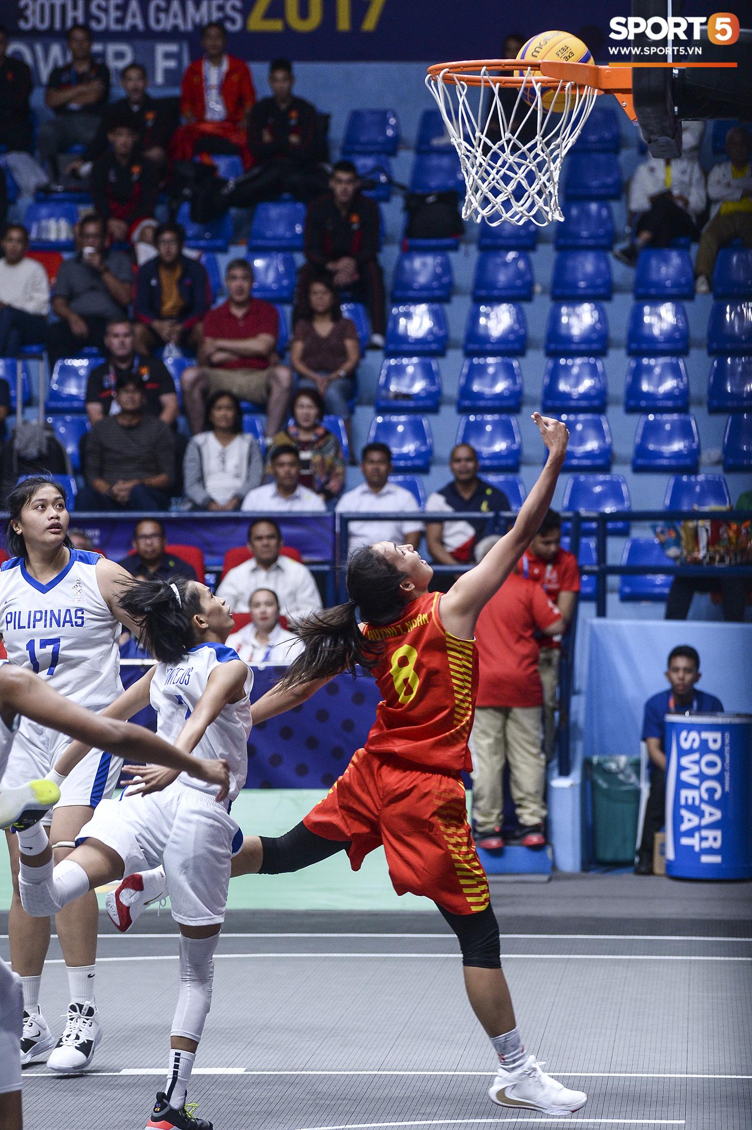 Nỗ lực hết mình nhưng vẫn không thể tạo nên bất ngờ trước Philippines, đội tuyển nữ Việt Nam vẫn còn cơ hội cạnh tranh huy chương đồng tại SEA Games 30 - Ảnh 4.
