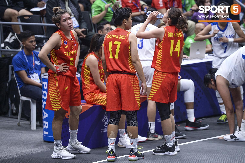 Nỗ lực hết mình nhưng vẫn không thể tạo nên bất ngờ trước Philippines, đội tuyển nữ Việt Nam vẫn còn cơ hội cạnh tranh huy chương đồng tại SEA Games 30 - Ảnh 3.